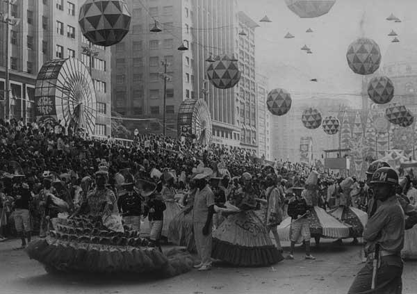 rio-carnival-parade-1966