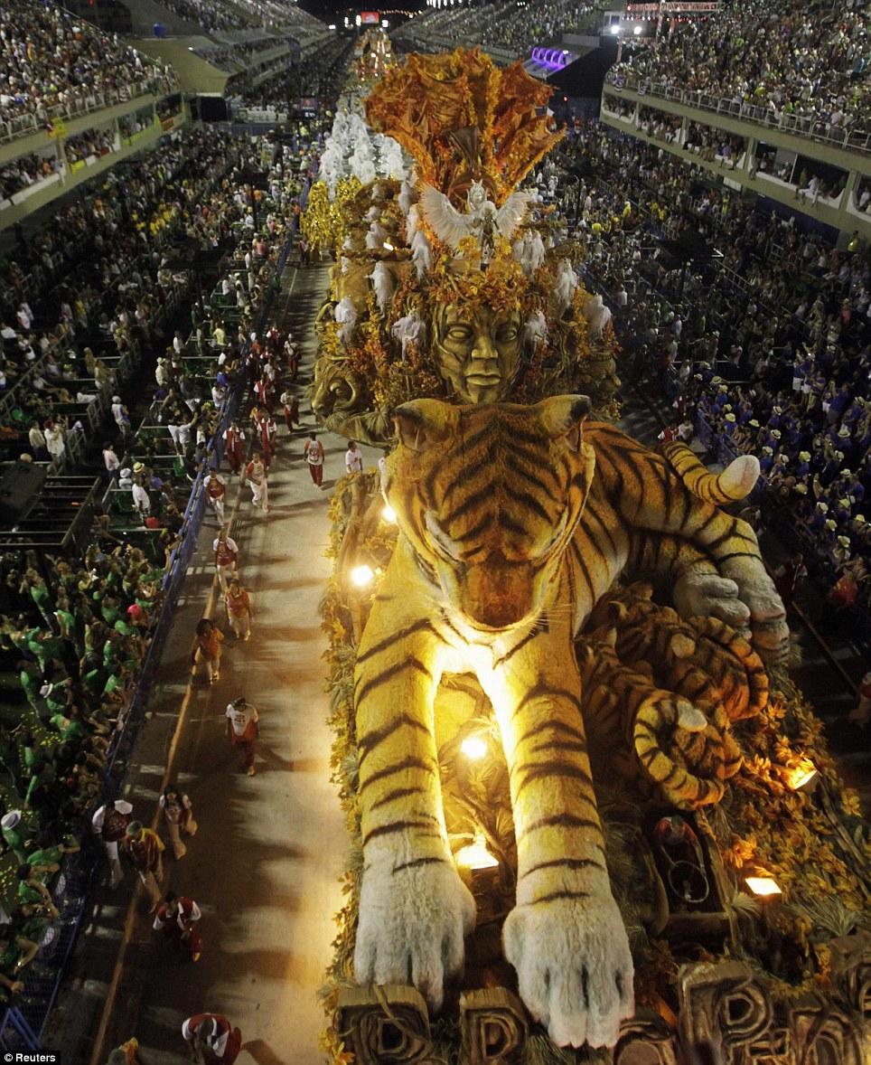 rio-sambadrome-parade